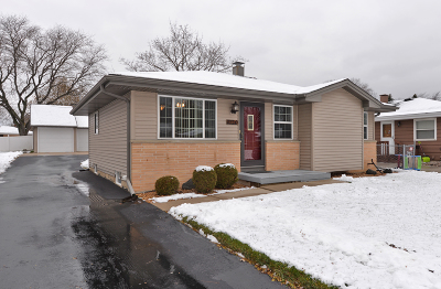 Racine Single Family Home Active Contingent With Offer: 1120 N Oregon St