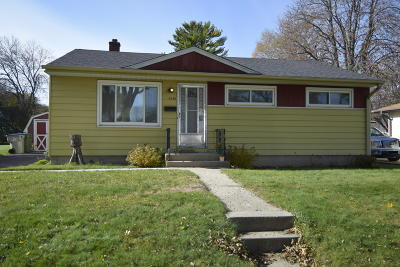 Milwaukee WI Single Family Home For Sale: $120,000