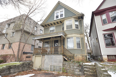 Milwaukee Single Family Home Active Contingent With Offer: 2580 N Frederick Ave