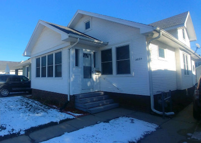 Racine Single Family Home For Sale: 2025 Kearney Ave