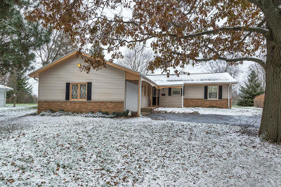 Waukesha WI Single Family Home For Sale: $220,000