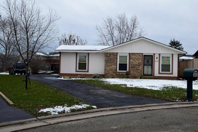 Pleasant Prairie WI Single Family Home Active Contingent With Offer: $139,000