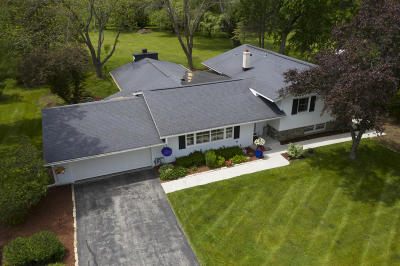 Mequon Single Family Home For Sale: 11531 N Saint James Ln
