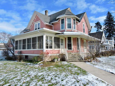 Walworth Single Family Home Active Contingent With Offer: 200 Kenosha St