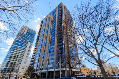 Milwaukee Condo/Townhouse Active Contingent With Offer: 929 N Astor St #2601,  2
