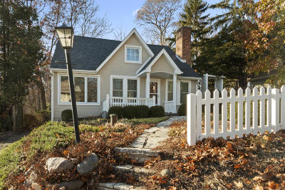 Lake Geneva Single Family Home Active Contingent With Offer: N2331 Knollwood Dr
