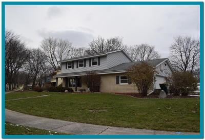 West Bend Single Family Home For Sale: 114 Laurel Dr S