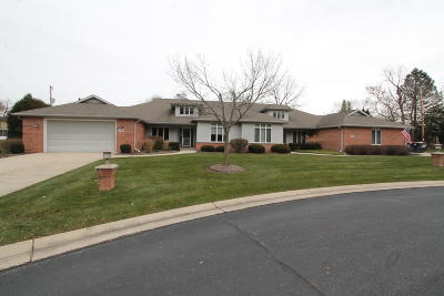 Racine County Condo/Townhouse For Sale: 220 Thorngate Ct