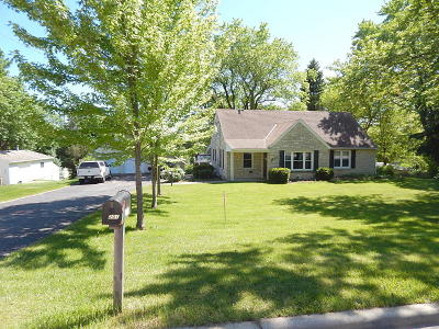 Waukesha Single Family Home For Sale: 2201 Northview Rd