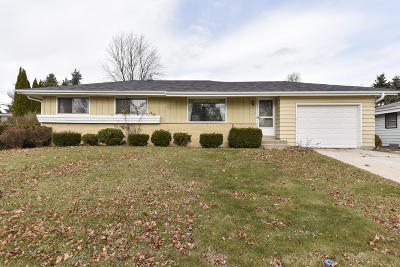 Ozaukee County Single Family Home For Sale: 334 Barry Ave