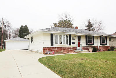Menomonee Falls Single Family Home For Sale: W147n8304 Manchester Dr