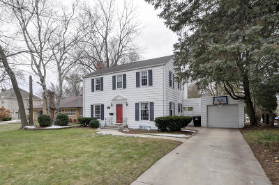 Racine Single Family Home Active Contingent With Offer: 3050 N Main St