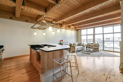 Condo/Townhouse Active Contingent With Offer: 541 E Erie St #408