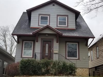 Milwaukee Single Family Home For Sale: 3254 S Delaware Ave