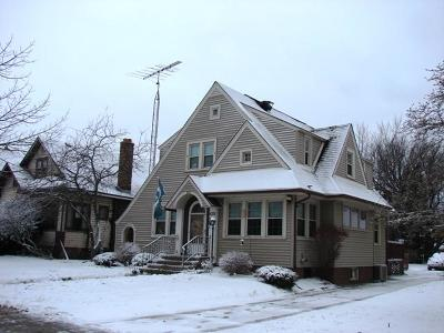 Racine Single Family Home For Sale: 420 Melvin Ave