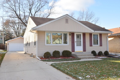 Single Family Home Active Contingent With Offer: 2615 N 114th St