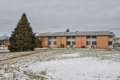 Waukesha Condo/Townhouse Active Contingent With Offer: 1434 Big Bend Rd #F