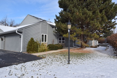New Berlin Condo/Townhouse Active Contingent With Offer: 15606 W Brook Dr
