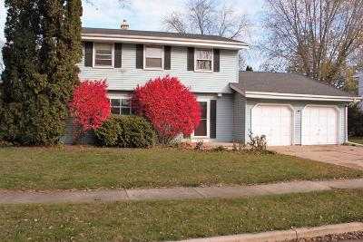 Waukesha Single Family Home For Sale: 1122 Wisteria Ln
