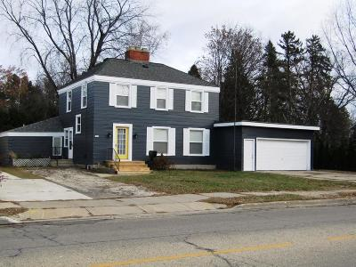 Menominee MI Single Family Home For Sale: $179,900