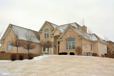 Waukesha County Single Family Home Active Contingent With Offer: N55w21701 Adamdale Dr