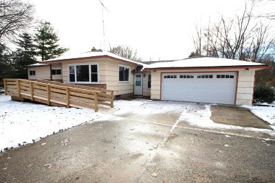 Waukesha Single Family Home For Sale: W223s3081 Racine Ave