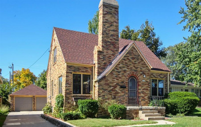 Glendale Single Family Home Active Contingent With Offer: 5433 N Green Bay Ave