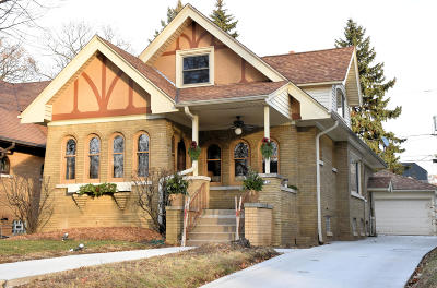 Single Family Home Active Contingent With Offer: 4234 N Woodburn St
