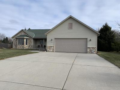 West Bend Single Family Home For Sale: 5272 High Ridge Trl