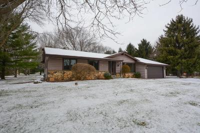 Oconomowoc Single Family Home Active Contingent With Offer: W337n6759 Stonefield Way