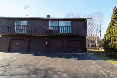 Sheboygan Condo/Townhouse Active Contingent With Offer: 2421 Cross Creek Dr #C