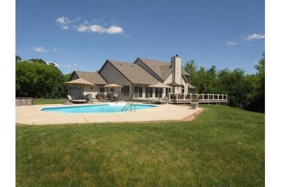 Waukesha County Single Family Home For Sale: W310s2580 Cregennan Bae