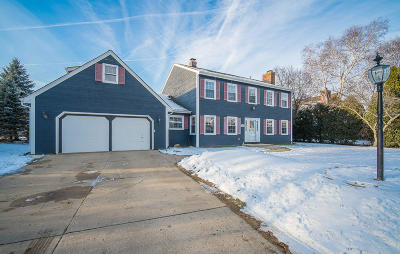 Greendale Single Family Home For Sale: 5641 Grove Ter