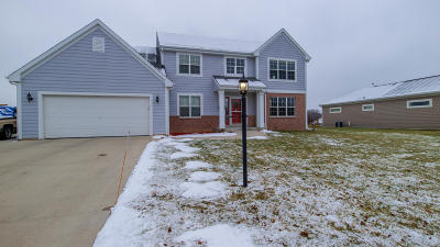 Milwaukee County Single Family Home For Sale: 9057 Brandybrook Trl