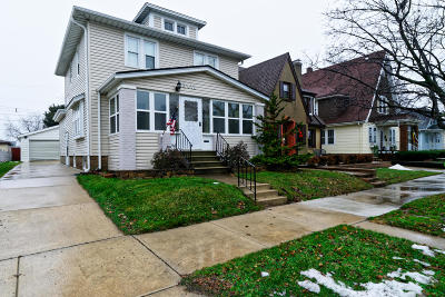Racine Single Family Home For Sale: 2411 Olive St