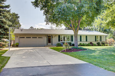 New Berlin Single Family Home Active Contingent With Offer: 5410 S Brennan Dr