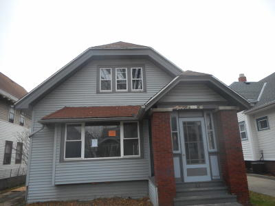 Milwaukee Single Family Home Active Contingent With Offer: 2009 N 56th St