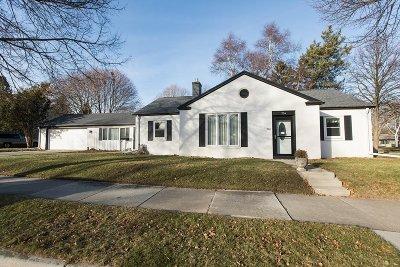Sheboygan Single Family Home For Sale: 704 Highland Ter