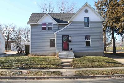 Fort Atkinson WI Single Family Home Active Contingent With Offer: $137,900