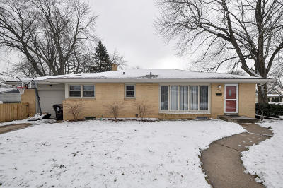Racine Single Family Home For Sale: 821 Carlton Dr