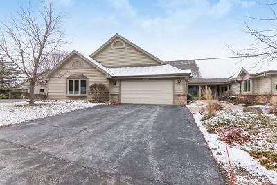 Pewaukee Condo/Townhouse Active Contingent With Offer: N14w30186 High Ridge Rd