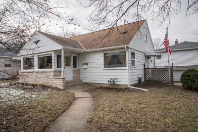 Waukesha WI Single Family Home For Sale: $174,900