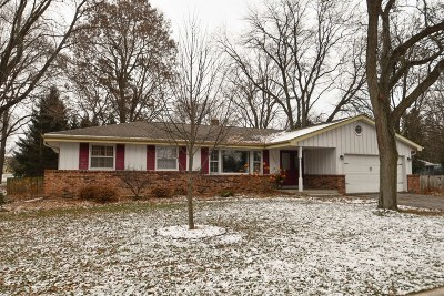 Waukesha County Single Family Home For Sale: 1005 Christopher Ct