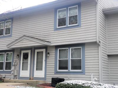 Waukesha WI Condo/Townhouse Active Contingent With Offer: $129,000