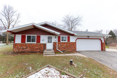 Hartford Single Family Home Active Contingent With Offer: 2891 Meadow Ln