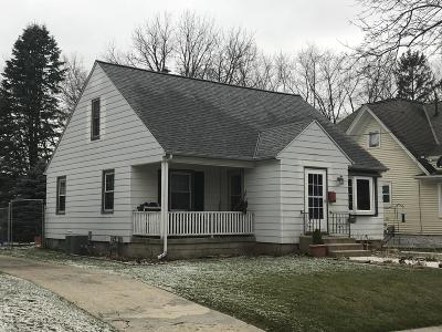 Waukesha WI Single Family Home For Sale: $159,900