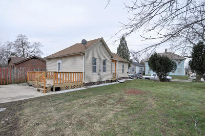 Racine Single Family Home For Sale: 1139 Lasalle St