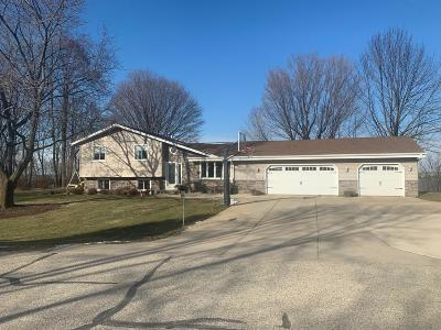 Slinger Single Family Home Active Contingent With Offer: 3747 Kettle View Dr
