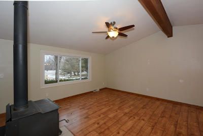 Waukesha County Single Family Home Active Contingent With Offer: W312s5363 Dable Rd