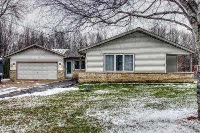 Menomonee Falls Single Family Home For Sale: N70w13480 Brentwood Dr